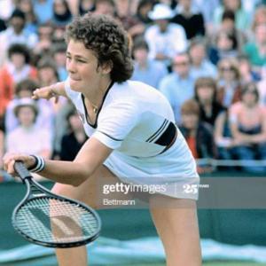 デカラケお姉様とテニス