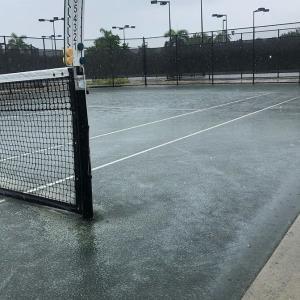 雨の日のテニス