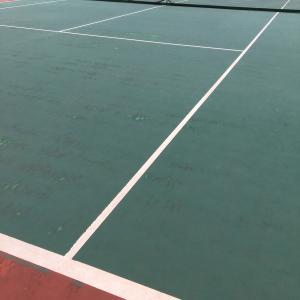 大学生とテニス