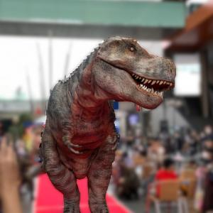 えっ!街に恐竜出現!