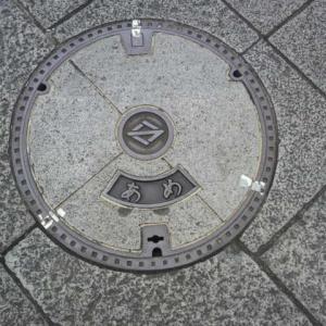 マンホール蓋 横浜市・雨③