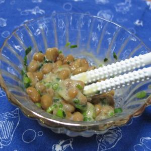 秀逸な納豆混ぜ棒と肉野菜炒め