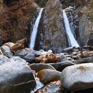 小菅村の雄滝