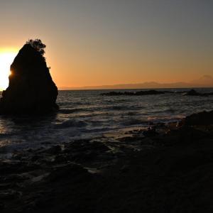 立石の日没と富士