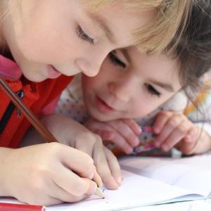 【3〜8歳対象】楽しく英語を学べる無料アプリ5選&おもちゃ5選