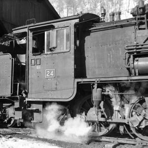 真谷地鉄道 機関庫で24号機のサイドビューを撮る
