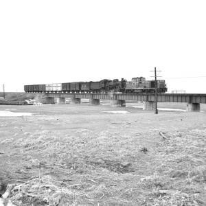 釧網本線 涛沸湖の鉄橋でC58を撮る
