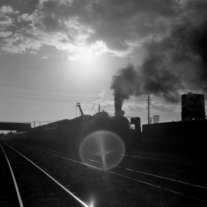 室蘭本線 苫小牧駅でC5757をシルエットで撮る