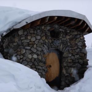雪原の中の手作りストーンハウスのクオリティがくっそ高いwww