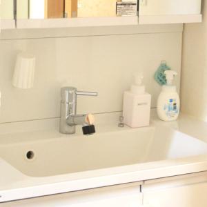 コーキングの掃除方法・汚れ防止方法:ほこりやゴミは、家にあるもので簡単に取れます