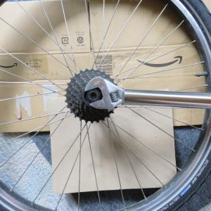 ジャイアント号(MTB)後輪グリスアップ、玉当たり調整