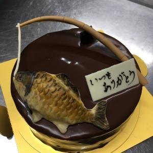 菓子工房シュクルリ『 ヘラブナと釣り竿』ケーキ