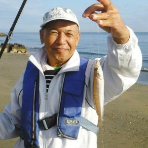 中日スポーツ『ハゼWヒット 2泊のシニアキャンプ 三重県明和町・大淀海岸』