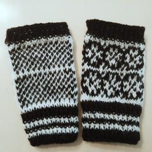 手編みの指なし手袋&リストウォーマーを見てリストウォーマーを編みました。