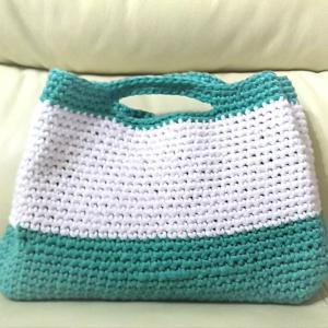 ダイソーのサマーエアリーで、ミニバッグを編んでみました。