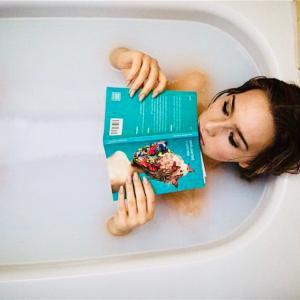 寒い日はお風呂にゆっくり浸かりながら読書をしよう!!