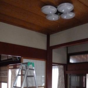 照明器具更新(玄関と階段)