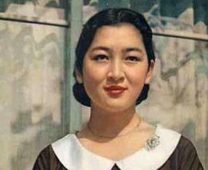 """美智子さま、「華やかな装い」とは裏腹に、内に秘めた""""野獣のような闘争心""""の持ち主"""
