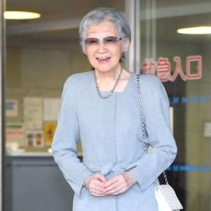 美智子さま「怪しいサングラス姿」もゴージャスな皇后陛下の前では霞む