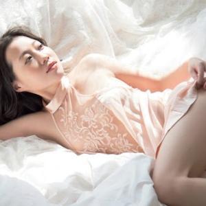 国民的アイドルグループの元主要メンバーがヘアヌード写真集を発売