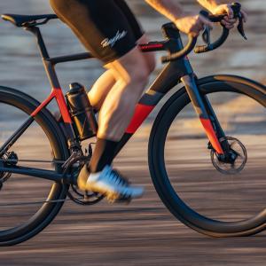 たった11.3kgのe-Bike Cannondale Super Six EVO Neo