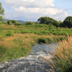 石狩川と並び走る