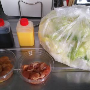 とり野菜味噌鍋と双璧をなす石川県民のソウルフード鍋 野々市市「さぶろうべい とり白菜鍋」