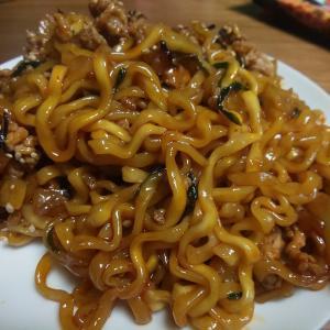 ちょい足しレシピで甘辛麺に! 旨辛インスタント汁無し麺 paldo「ホットタッカルビ」