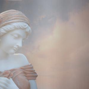 モーツァルト「ピアノ・ソナタ第4番」【癒やしの名盤と解説】ミューズ(女神)のほおづえとほほえみ