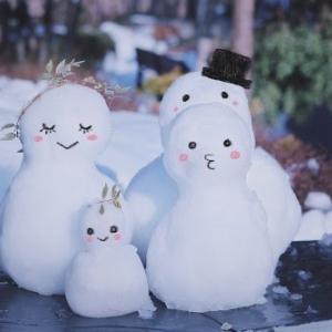 札幌雪まつり毎年見かける震えている女性!