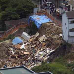 西成区の住宅倒壊事件の原因が判明!高齢者施設の工事による地盤揺れで崖崩れが発生?