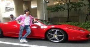 昔の知り合いがフェラーリを乗り回してドバイで1200万円使っててワロタ