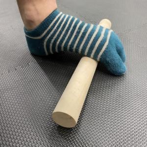 足の冷えに!棒で足裏のほぐし