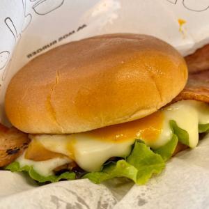 モス・肉厚ベーコンとチーズのやみつきバーガー♪