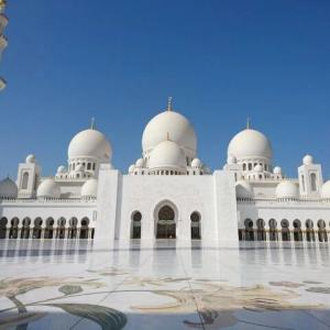 【アラブ首長国連邦】青空に眩しいほどの真っ白なモスクが素晴らしい『シェイク・ザイード・グランドモスク』