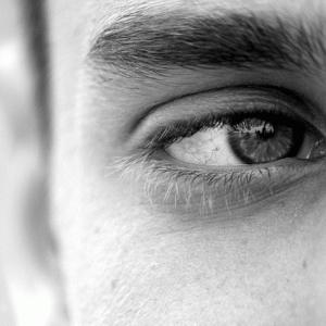 【短眠だと目がショボショボして眠い!】眠気の対策はこの4つでOK