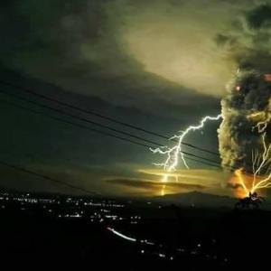 【悲報】タール火山が大噴火🌋フィリピン🇵🇭マニラのタガイタイで起きた災害、、、タール湖周辺は?