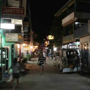 【プエルトガレラ】フィリピーナが発した言葉で、日本人が謎のオイルを買うためにサバンビーチの街を疾走【Chap6 96話】- ミカエルblog ep169