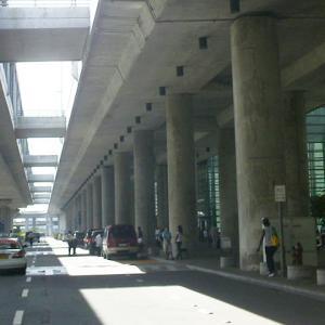 【ダバオからの列席者】ダバオ組がマニラ空港に到着、マラテに向かうタクシーのフォーメーションが凄まじくブルー【Chap6 157話】- ミカエルblog ep230