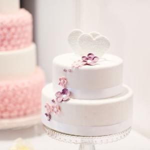 少人数の結婚式はケーキ入刀よりも意外な食べ物を使った◯◯入刀が盛り上がる