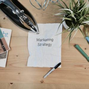 【未経験向け】webマーケターにスクールは必要?マーケティング自体は学んでからの方が吉