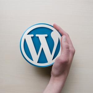 【WordPress】【JIN】ヘッダーの検索バーのアイコンの下に「SEARCH」の文字を入れる方法