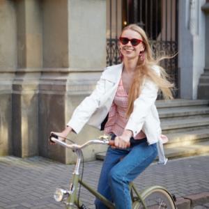 おしゃれな電動自転車も街乗りに最適!