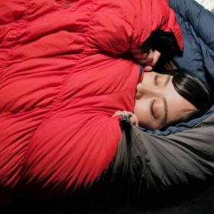 ソロキャンプにおすすめな寝袋(シュラフ)