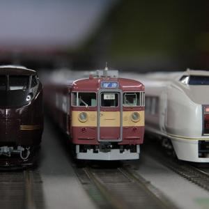 当レイアウトにもお召し列車が入線!