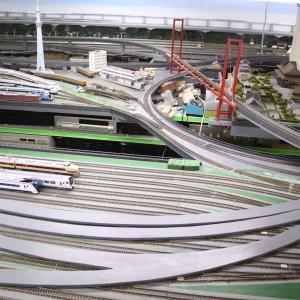 7番線(ローカル線)の製作(5) 【宙に浮く橋梁主塔の処理と新規路盤製作編】