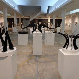 斬新的な芸術作品『ART in MOVEMENT』展示会