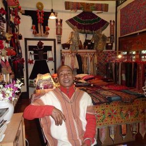 アジア諸国の『民族衣装展示、販売会』