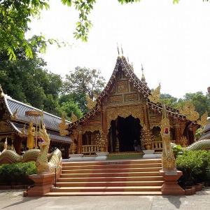 チェンマイで有名な瞑想寺『ワット・ランプーン』
