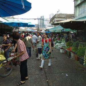 4年前のバンコク・庶民の市場『クロントイ市場』